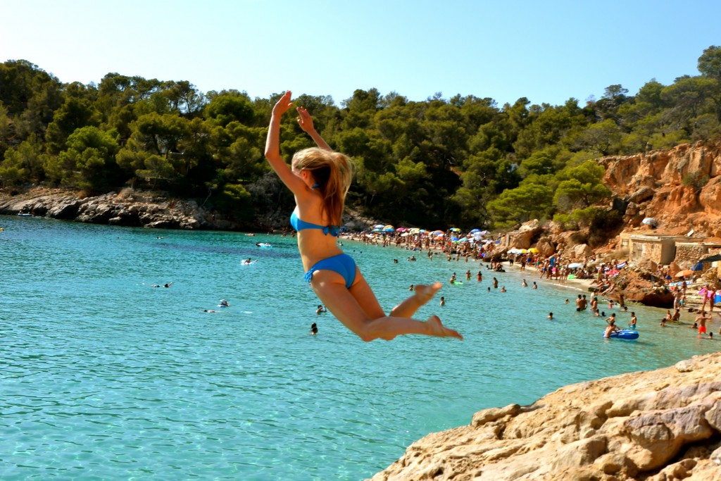 Cliff-jumping-cala-salada-things-to-do-in-ibiza